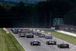 Will Power, Team Penske Chevrolet, Josef Newgarden, Team Penske Chevrolet lead at the start