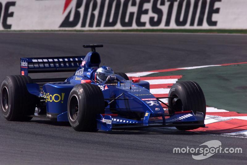 Prost en el Gran Premio de Francia de 2000: el equipo francés aplicó una solución muy similar, ocultando el anuncio de Gauloises
