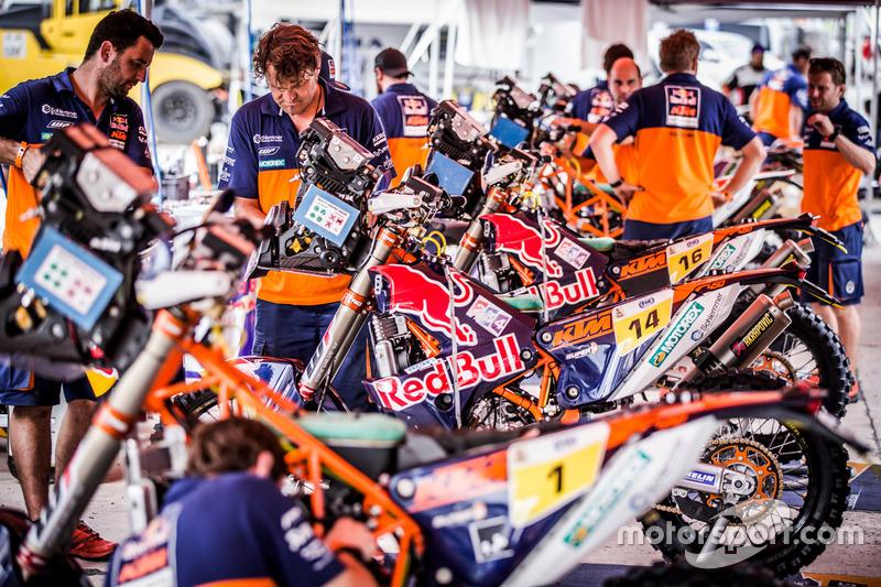 Mechanics of Red Bull KTM Factory Racing