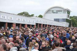 BTCC fans and crowd