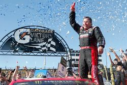 Race winner Ryan Newman, Richard Childress Racing Chevrolet in Victory lane