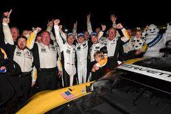 Vainqueurs GTLM #3 Corvette Racing Chevrolet Corvette C7.R: Antonio Garcia, Jan Magnussen, Mike Rockenfeller