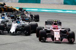 Esteban Ocon, Sahara Force India F1 VJM10, Lance Stroll, Williams FW40, Felipe Massa, Williams FW40