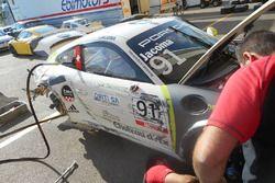 La Porsche 911 GT3 Cup di Ivan Jacoma, Ghinzani Arco Motorsport dopo l'incidente