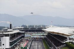 A jet flies over the pit straight ahead of the start