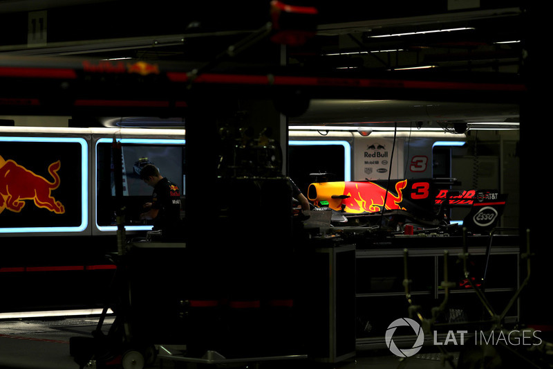Auto von Daniel Ricciardo, Red Bull Racing RB13, in der Garage