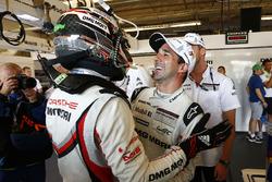 Гонщики Porsche Team Ник Тэнди и Нил Джани