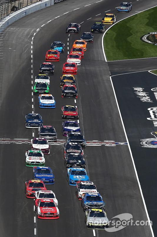 Restart: William Byron, JR Motorsports, Chevrolet; Ryan Reed, Roush Fenway Racing, Ford