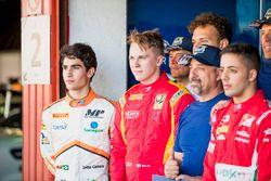 Sergio Sette Camara, MP Motorsport, Gustav Malja, Racing Engineering avec les bénévoles de la FIA