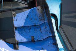 Scott Dixon, Chip Ganassi Racing Honda marbles on wings in parc ferme