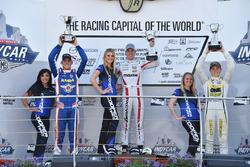Podium: racewinnaar Oliver Askew, Cape Motorsports, tweede plaats Rinus van Kalmthout, Pabst Racing,