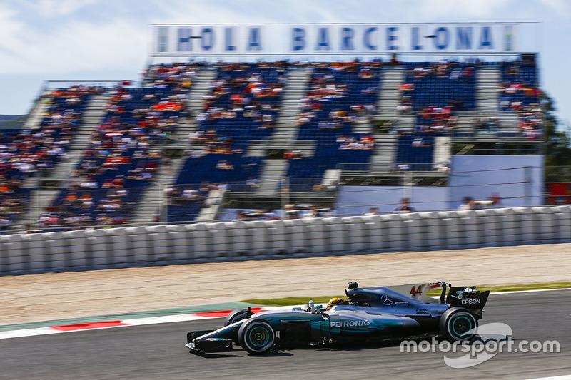 Na pista, Lewis Hamilton voltou a brilhar, utilizando as atualizações da Mercedes. Com o tempo de 1min19s149, quebrando o recorde da pista, ele fez a 64ª pole de sua carreira.