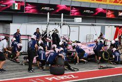 Arrêt au stand pour Esteban Ocon, Sahara Force India VJM10