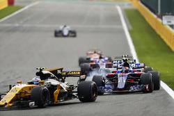 Jolyon Palmer, Renault Sport F1 Team RS17, Carlos Sainz Jr., Scuderia Toro Rosso STR12