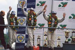 Podio: ganadores de la carrera J.J. Lehto, Yannick Dalmas, Masanori Sekiya