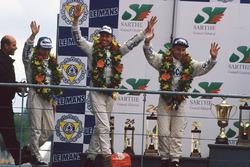 Podium: racewinnaars J.J. Lehto, Yannick Dalmas, Masanori Sekiya
