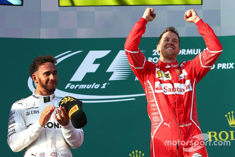 Ganador Sebastian Vettel, Ferrari, segundo lugar Lewis Hamilton, Mercedes AMG F1