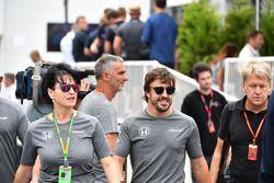 Fernando Alonso, McLaren y Silvia Hoffer Frangipane, encargada de prensa de McLaren