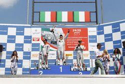 Podio Gara 2: il vincitore Giovanni Altoè, Seat Motor Sport Italia, il secondo classificato Alberto
