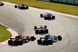 Pierre Gasly, Scuderia Toro Rosso STR12, Jolyon Palmer, Renault Sport F1 Team RS17, Fernando Alonso,