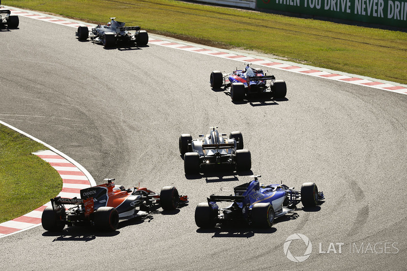 Pierre Gasly, Scuderia Toro Rosso STR12, Jolyon Palmer, Renault Sport F1 Team RS17, Fernando Alonso, McLaren MCL32, Marcus Ericsson, Sauber C36
