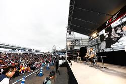 Fernando Alonso, McLaren, Stoffel Vandoorne, McLaren, on stage