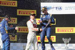 Podio: Ganador de la carrera Oliver Rowland, DAMS, segundo lugar Nicholas Latifi, DAMS, tercer lugar