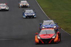 ポールポジションからスタート。レースをリードする#8 ARTA NSX-GT