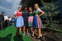 Daniel Ricciardo, Red Bull Racing con delle ragazze