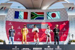 Podio: il vincitore Raoul Hyman, Campos Racing, il secondo classificato Giuliano Alesi, Trident, il