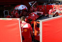 Kimi Raikkonen, Ferrari SF70H behind the screens in the pits