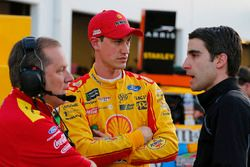 Joey Logano, Team Penske Ford, crew chief Todd Gordon, Travis Geisler