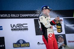 Podio: il vincitore Jari-Matti Latvala, Toyota Racing