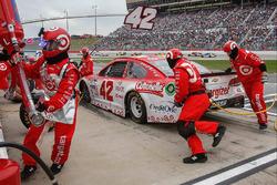 Kyle Larson, Chip Ganassi Racing Chevrolet, acción en pits