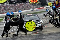 Kevin Harvick, Stewart-Haas Racing Ford, pit stop