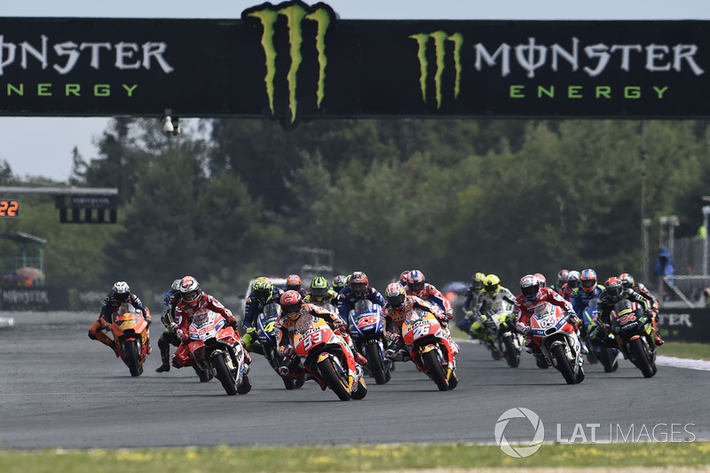 Марк Маркес, Repsol Honda Team, на чолі гонки після старту