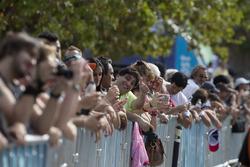 Les fans profitent de l'ambiance