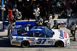 Chris Buescher, JTG Daugherty Racing Chevrolet pit stop