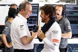 Fernando Alonso, McLaren, Jonathan Neale, Managing Director, McLaren