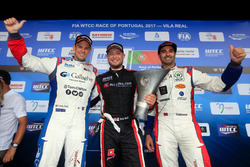 Trophy podium: ganador, Rob Huff, All-Inkl Motorsport, Citroën C-Elysée WTCC, segundo, Tom Chilton,