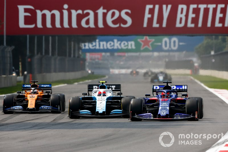Daniil Kvyat, Toro Rosso STR14, leads Robert Kubica, Williams FW42, and Carlos Sainz Jr., McLaren MCL34