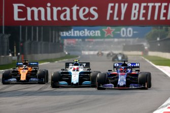 Daniil Kvyat, Toro Rosso STR14, leads Robert Kubica, Williams FW42, and Carlos Sainz Jr., McLaren MCL34
