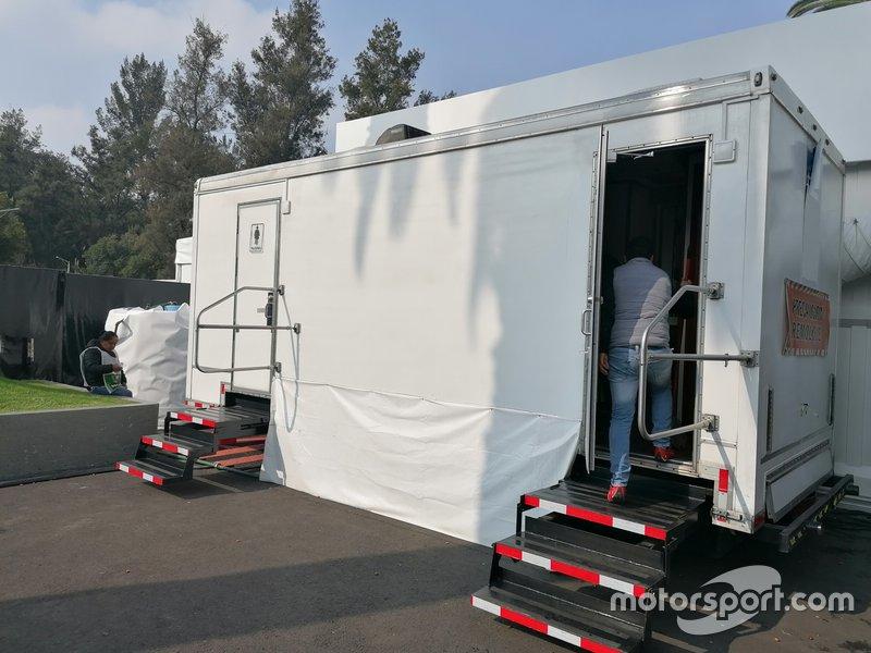 Туалет в паддоке Гран При Мексики