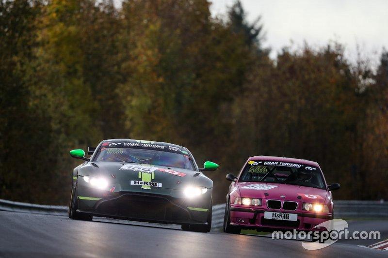 #156 Aston Martin Vantage AMR GT4: Alexander West, Chris Goodwin
