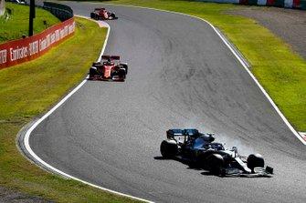 vValtteri Bottas, Mercedes AMG W10, precede Sebastian Vettel, Ferrari SF90, e Charles Leclerc, Ferrari SF90