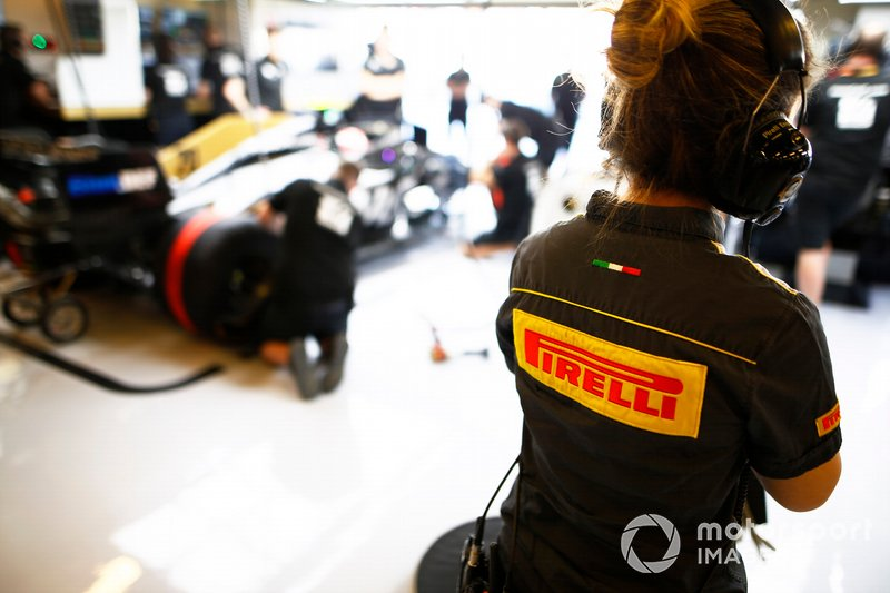 Un ingeniero de Pirelli F1