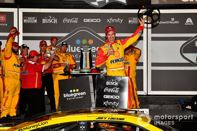 Race winner Joey Logano, Team Penske, Ford Mustang Shell Pennzoil