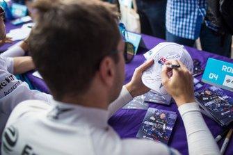 Robin Frijns, Virgin Racing signs autographs for fans
