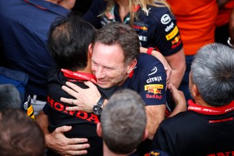Toyoharu Tanabe, F1 Technical Director, Honda, and Christian Horner, Team Principal, Red Bull Racing, celebrate in Parc Ferme