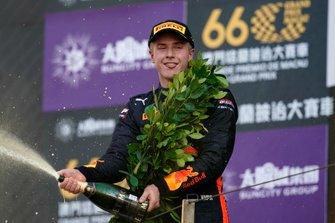 Podium : Jüri Vips, Hitech Grand Prix